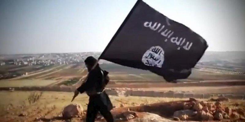 le-drapeau-noir-de-daesh-flotte-sur-mossoul-la-deuxieme_2801503_800x400