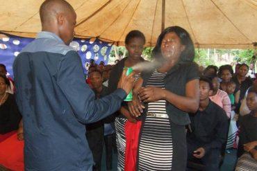 Afrique du sud: le pasteur qui guérissait les malades… avec de l'insecticide !
