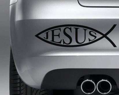 Le poisson apposés sur les voitures est un symbole du christianisme.