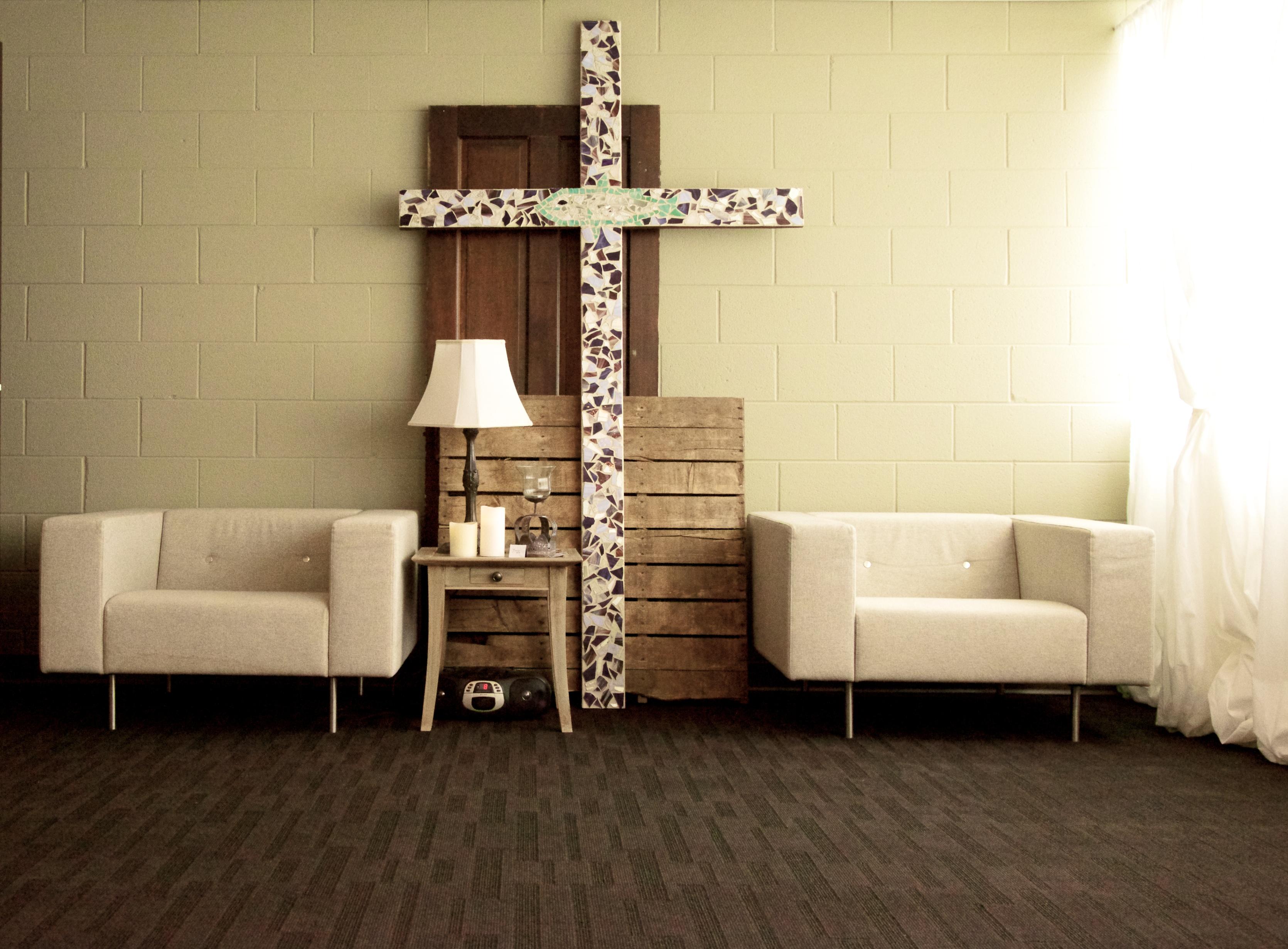 comment organiser et d corer une salle de pri re chr tiens lifestyle. Black Bedroom Furniture Sets. Home Design Ideas