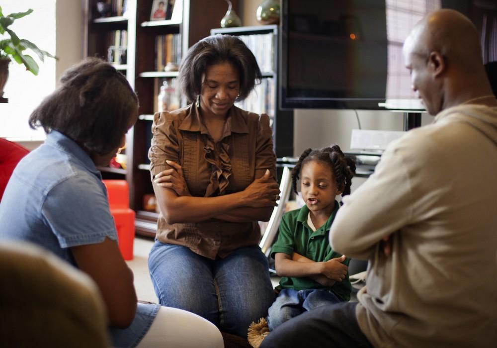 comment organiser une r union de pri re en famille chr tiens lifestyle. Black Bedroom Furniture Sets. Home Design Ideas