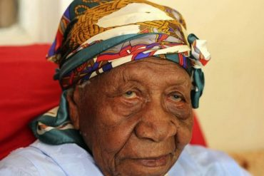 Violet Brown, 117 ans, doyenne de l'humanité et fervente chrétienne !